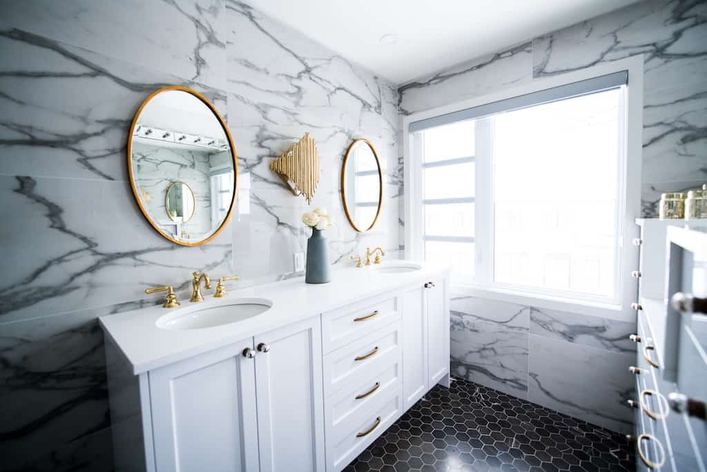 Wedding registry checklist: vanity mirrors for bathroom
