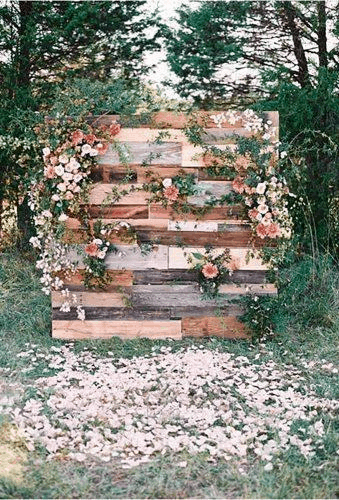 wooden palette wedding backdrop idea