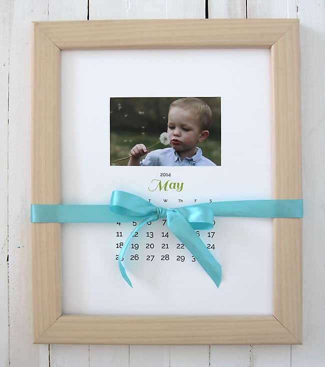 diy photo gift for grandma: photo calendar