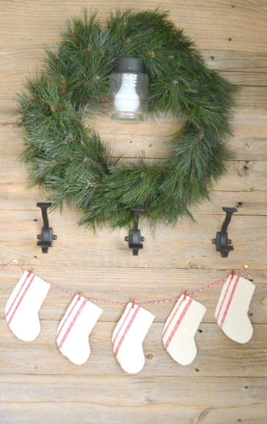 rustic farmhouse wreath chirstmas wall decor idea