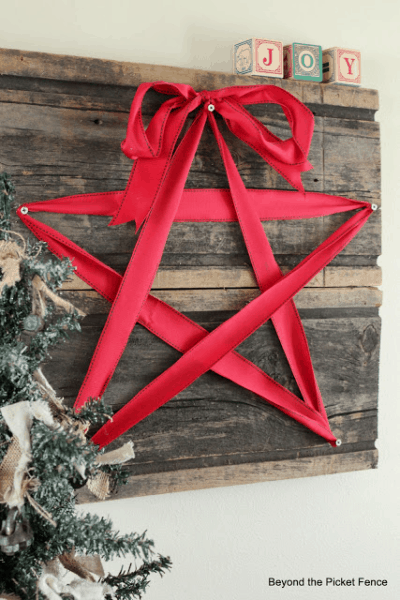 red ribbon star wall art christmast wall decor idea