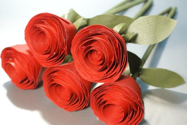 traditional 5 year anniversary gift idea: wooden roses