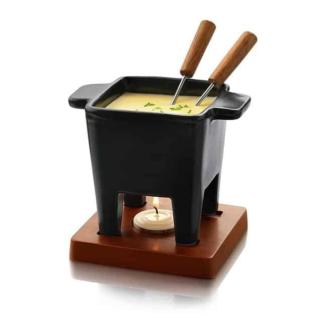useful gift idea for couples: a fondue for two people