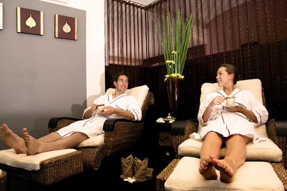 couples spa treatment on anniversary