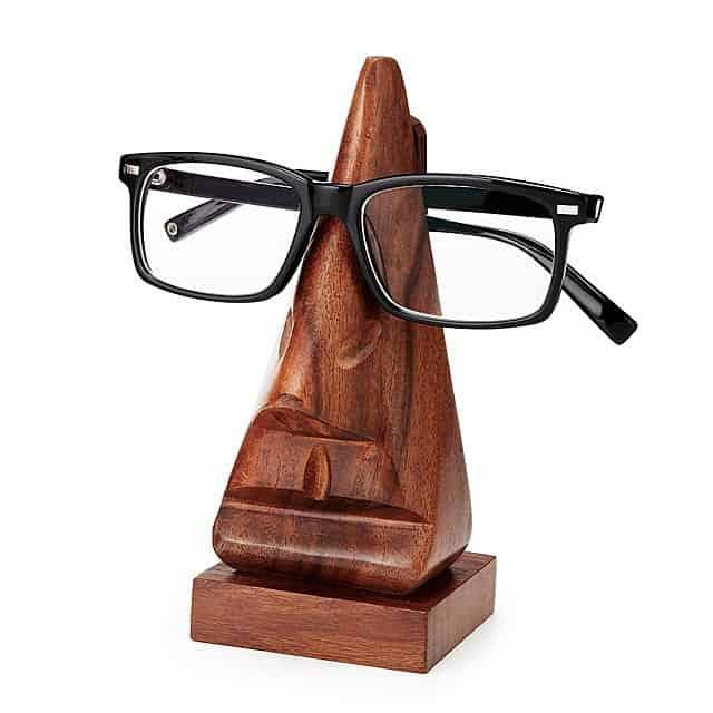 an eyeglasses holder that looks like a Maui