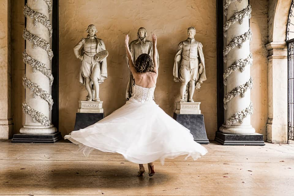 how to dance at a wedding - bride