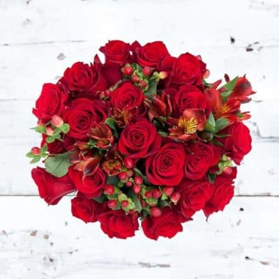classic valentines gift for her: a bouquet of rose flowers