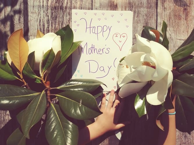60 Sweetest Mother's Day Gifts That She Will Surely Cherish