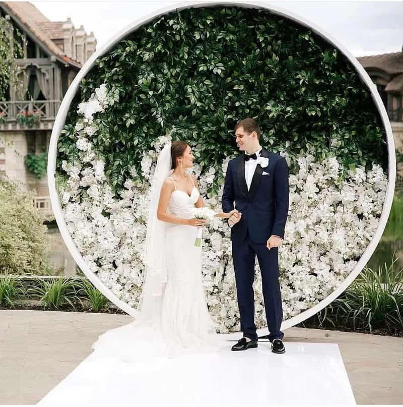elegant circular wedding photo backdrop