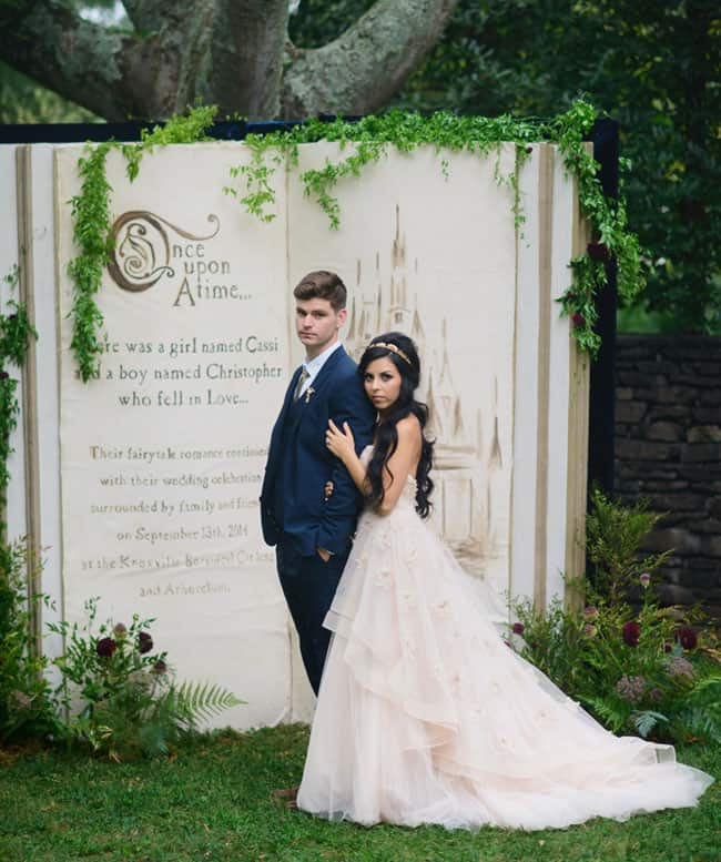 unique wedding photo backdrop decoration idea