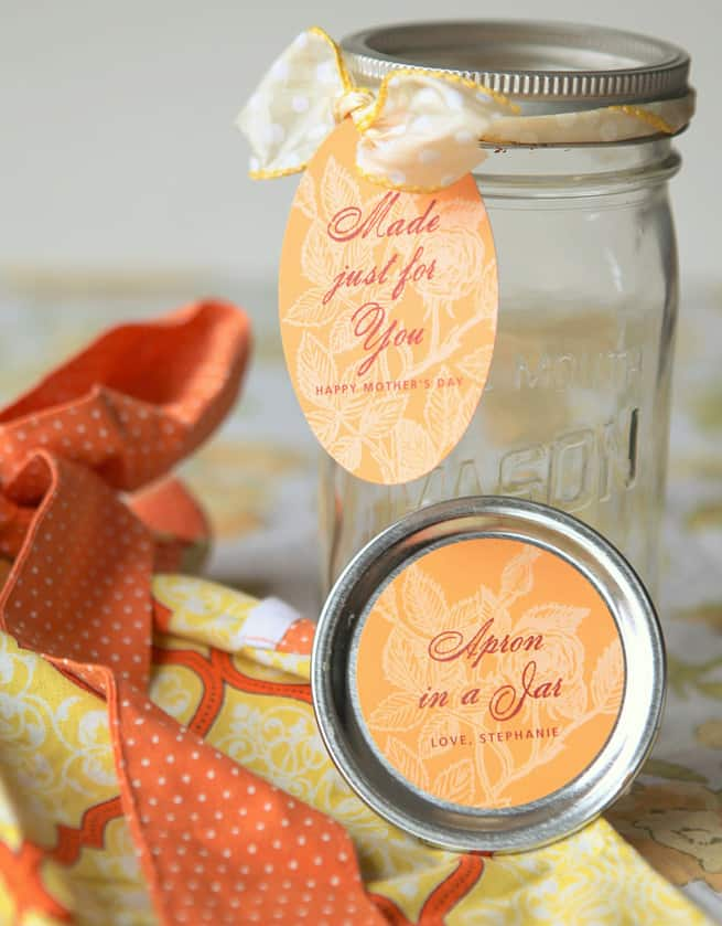 diy gift for a baker: apron in a jar
