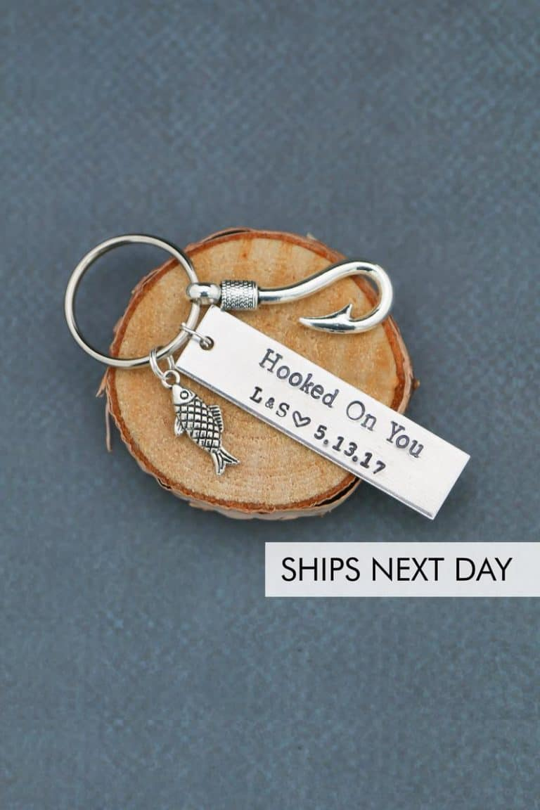 creative gift for fishermen: fish hook keychain
