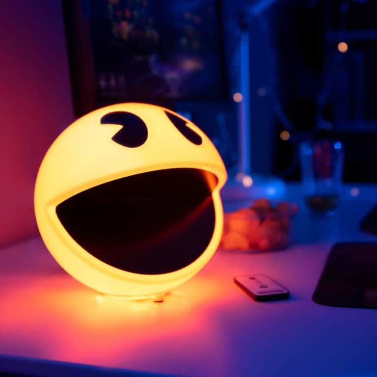 best gift for gamers: pac-man lamp