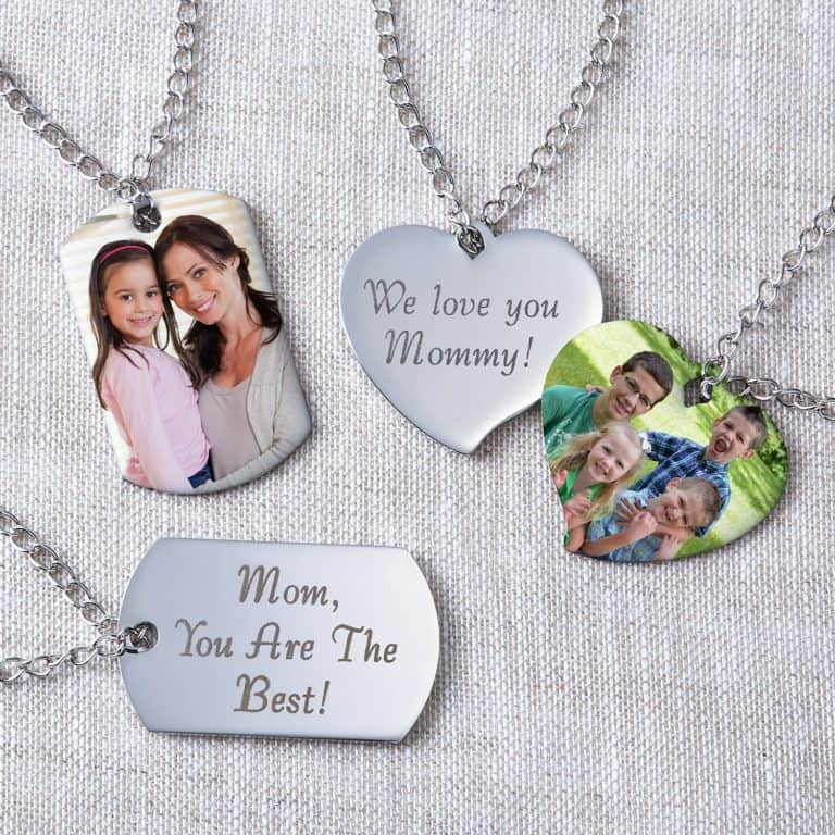 inexpensive gifts for mom: photo pendant