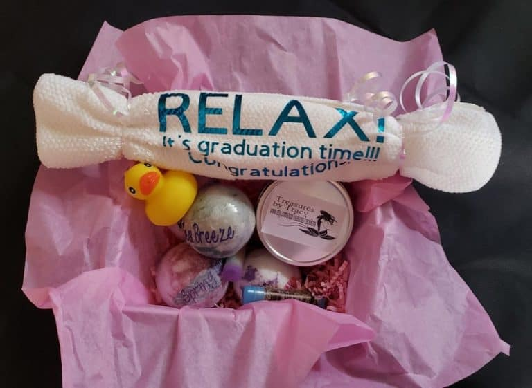 best college gifts:Graduation Gift Basket