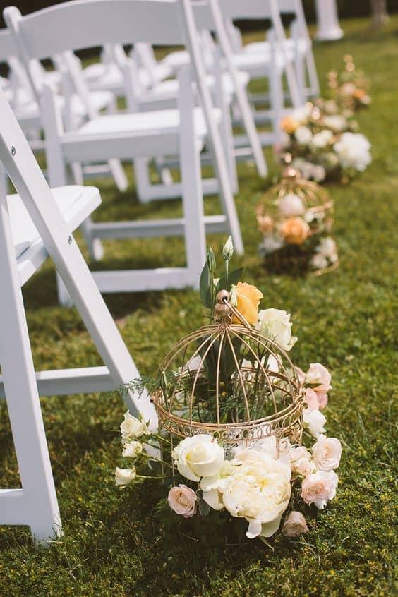 unique wedding aisle idea: roses and bird cages