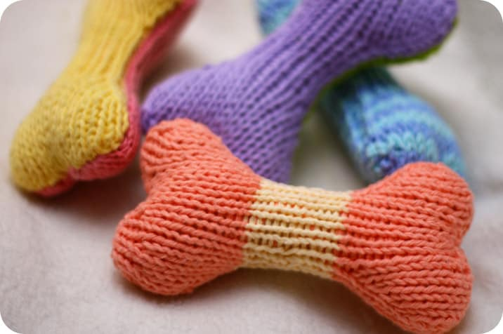 baby gifts for dog lovers: diy knit dog toy