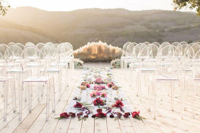 minimalist floral wedding aisle decoration idea