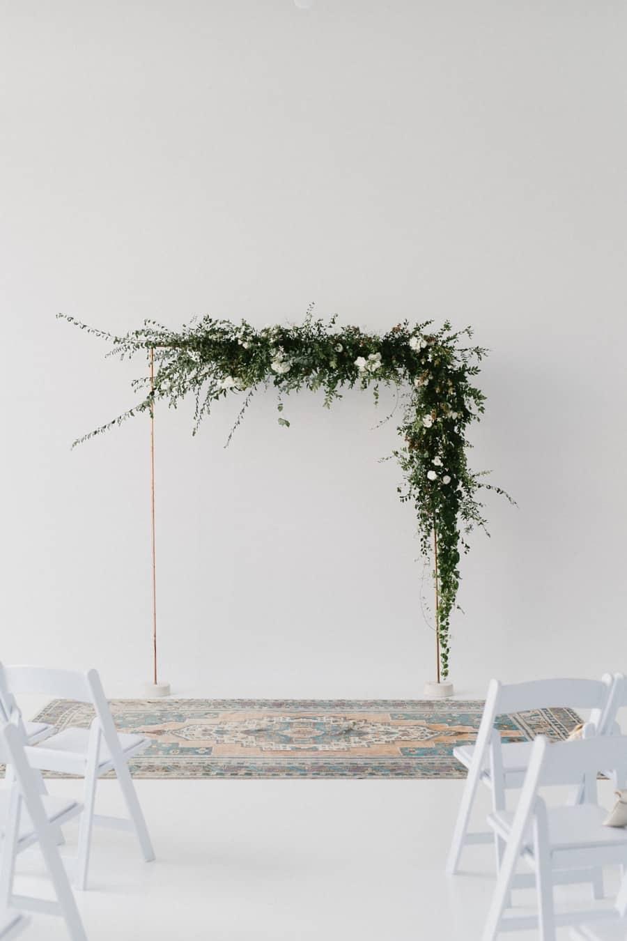 minimalist wedding ceremony decor