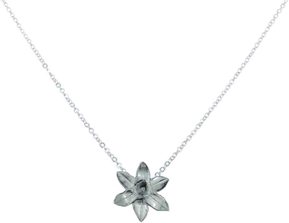 tin gift for wife: tin daffodil pendant