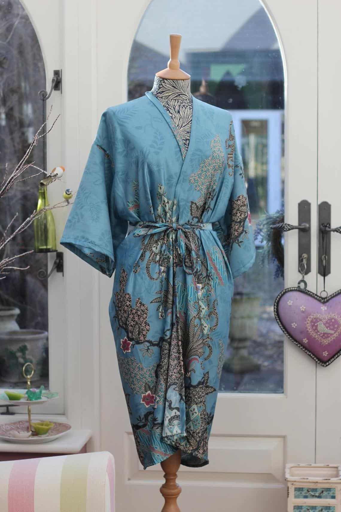 Think about retirement gifts for women? Take a look at this kimono robe