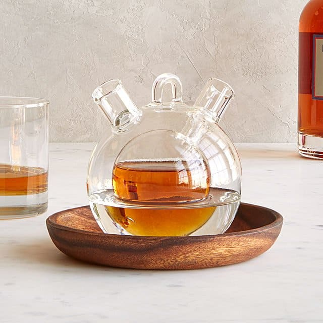 gifts for whiskey lovers: Personal Whiskey & Water Decanter