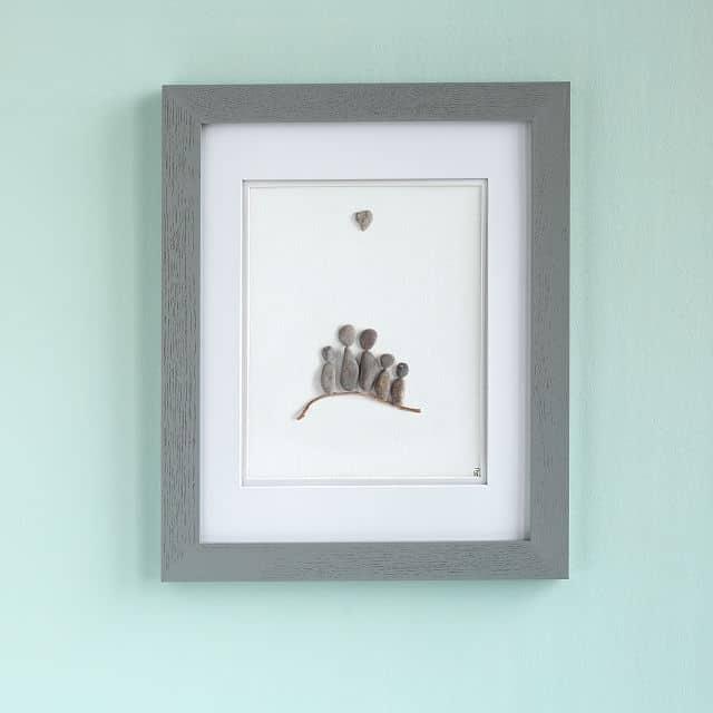 good christmas gifts for mom: family pebble portrait