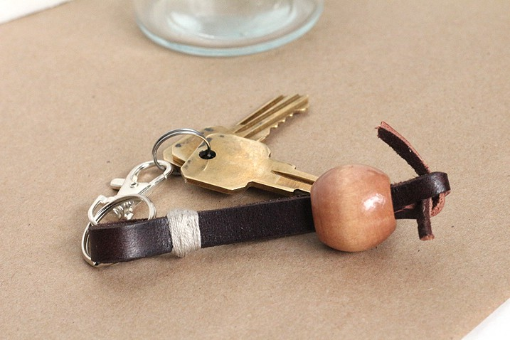 DIY: Simple Leather Keychain