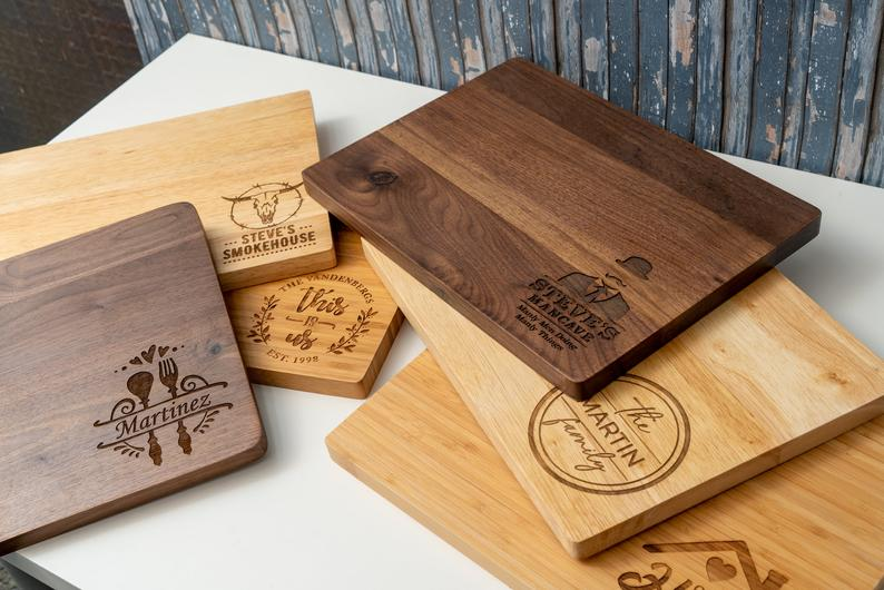 gifts for people who like to cook: personalized cutting board