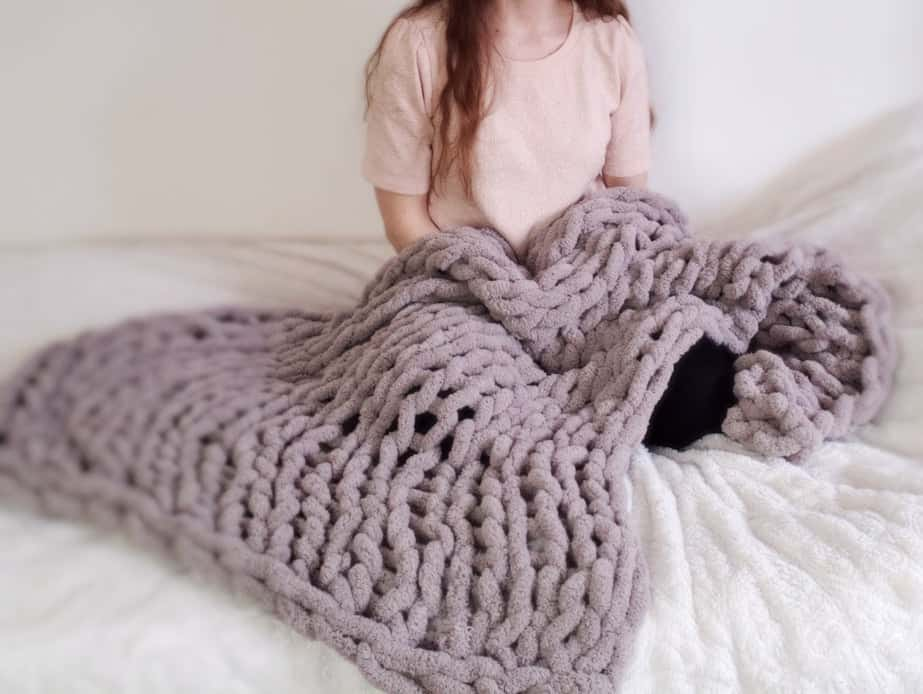 diy mothers day gifts: chunky hand knitted blanket