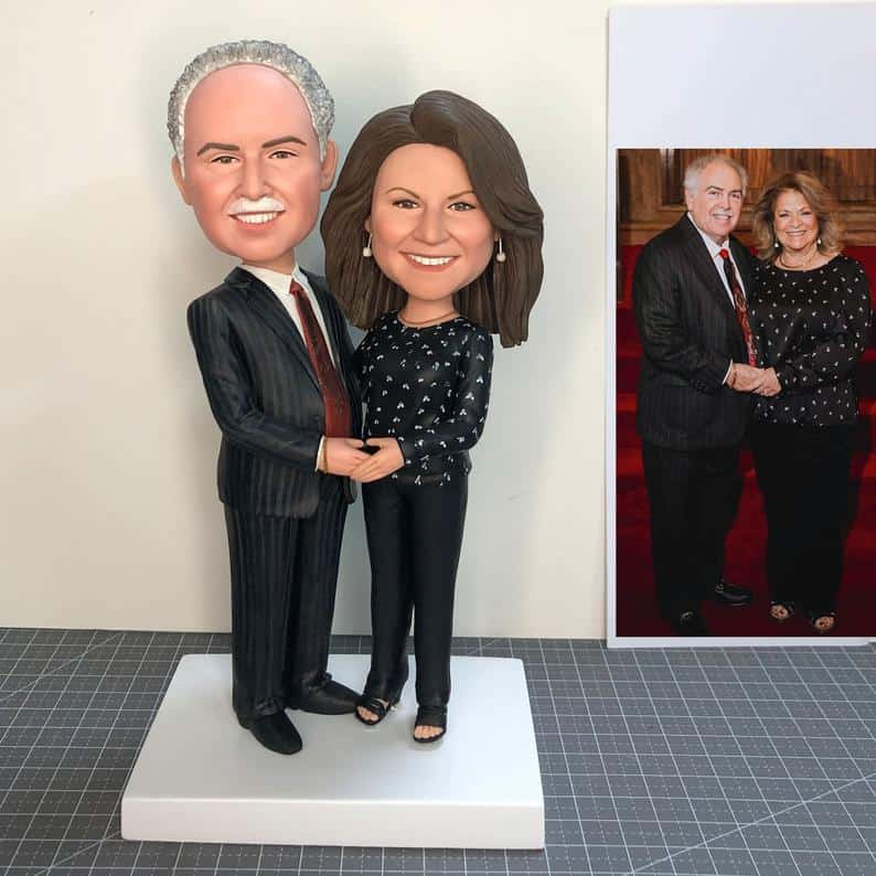 parents anniversary gift: custom couple bobbleheads
