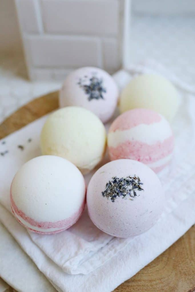 last minute diy mother's day gifts: handmade bath bombs