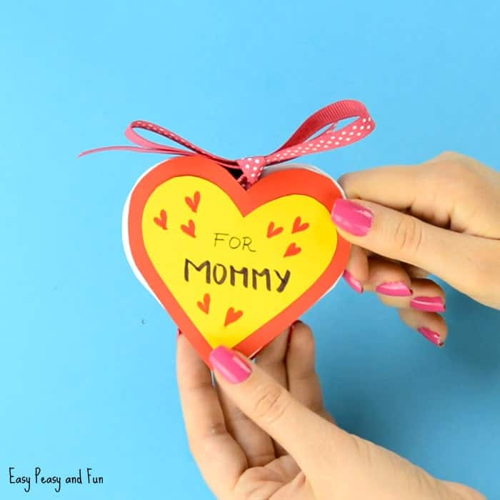 easy diy mother's day gifts: heart notebook