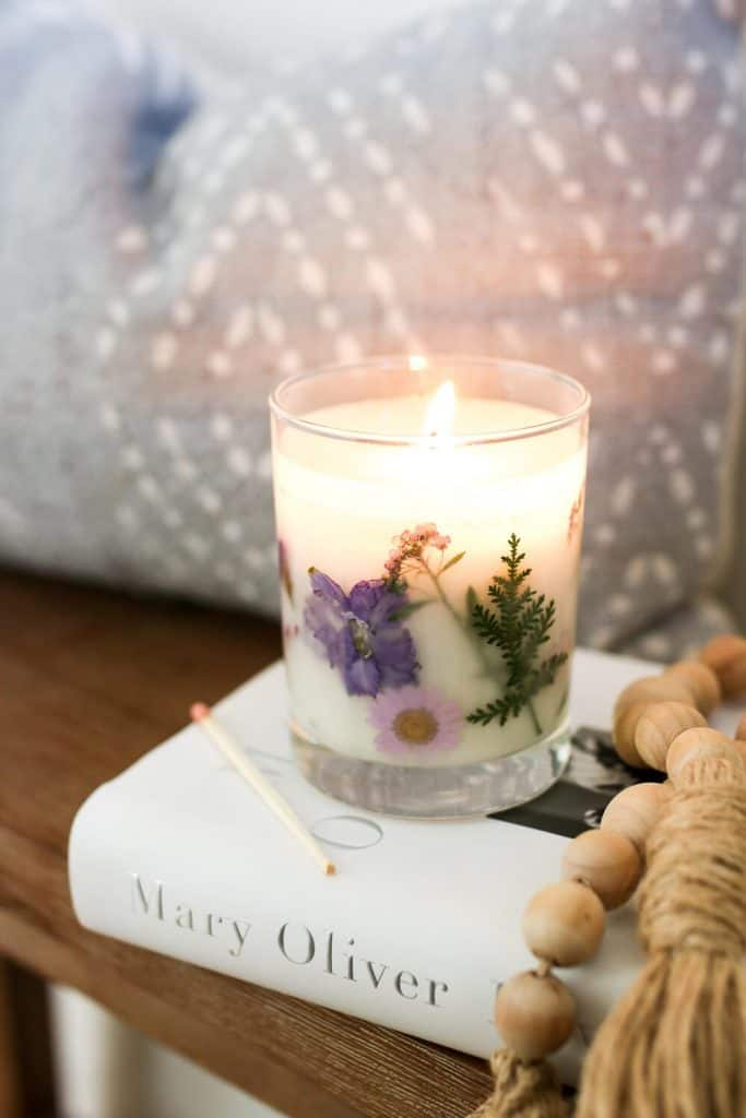 diy anniversary gift for her: dried flower candle