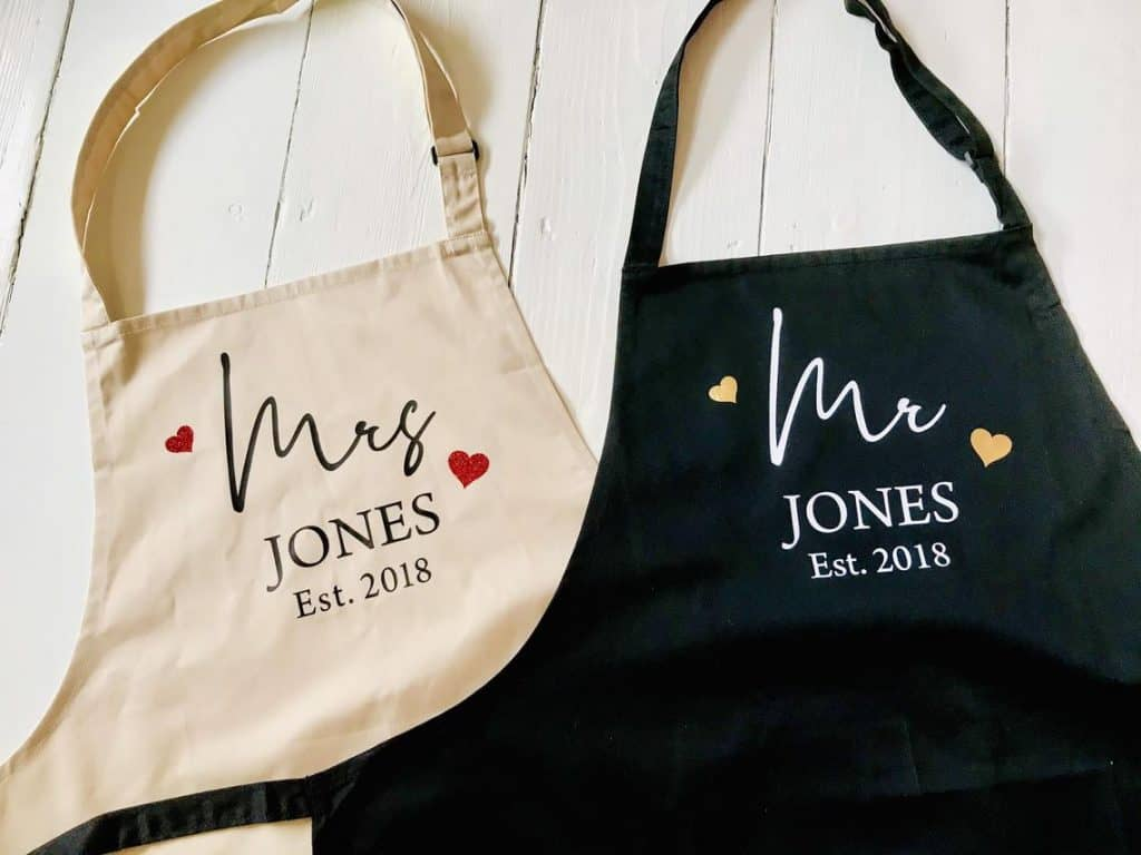 Couples Set of 2 Aprons - Personalised 2nd Wedding Anniversary Gift - Mr & Mrs