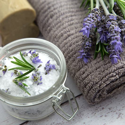 homemade gifts for grandma: back pain bath salts