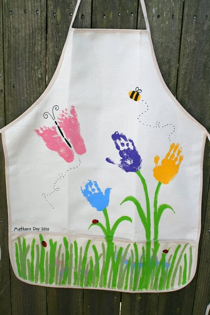 grandma handprint craft: handprint apron
