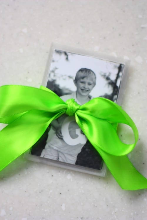 diy gifts for grandma: photo fridge magnets